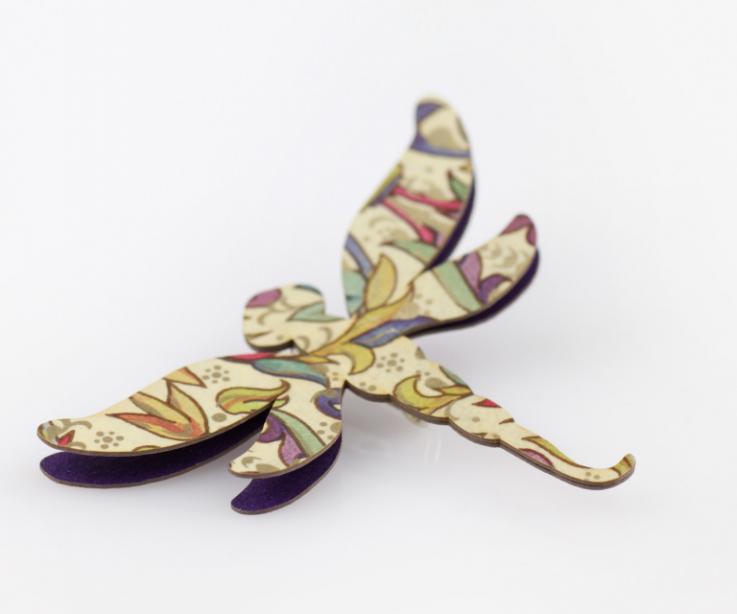 Broche libélula realizado con papel muy ligero