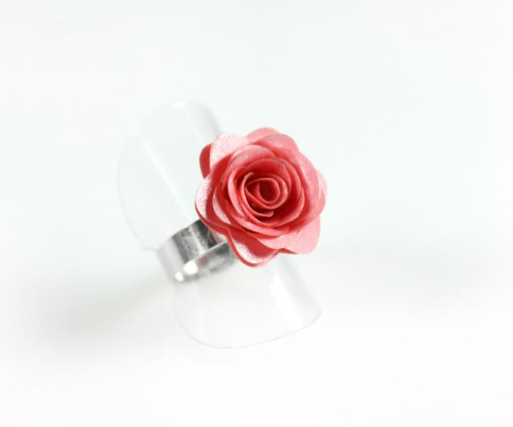 Rose  flower ring with silver base, front view
