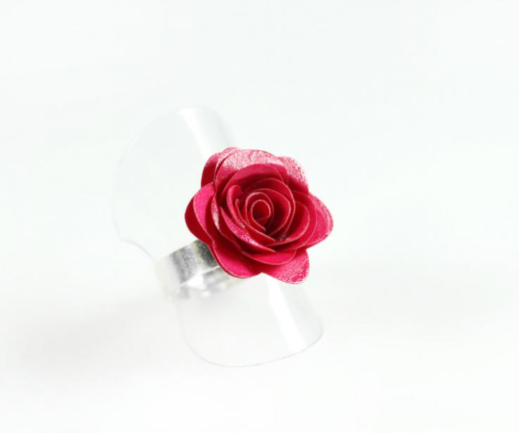 Rose-shaped craft ring, perspective view
