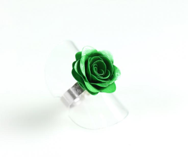 Green rose flower ring with paper and silver base, perspective view