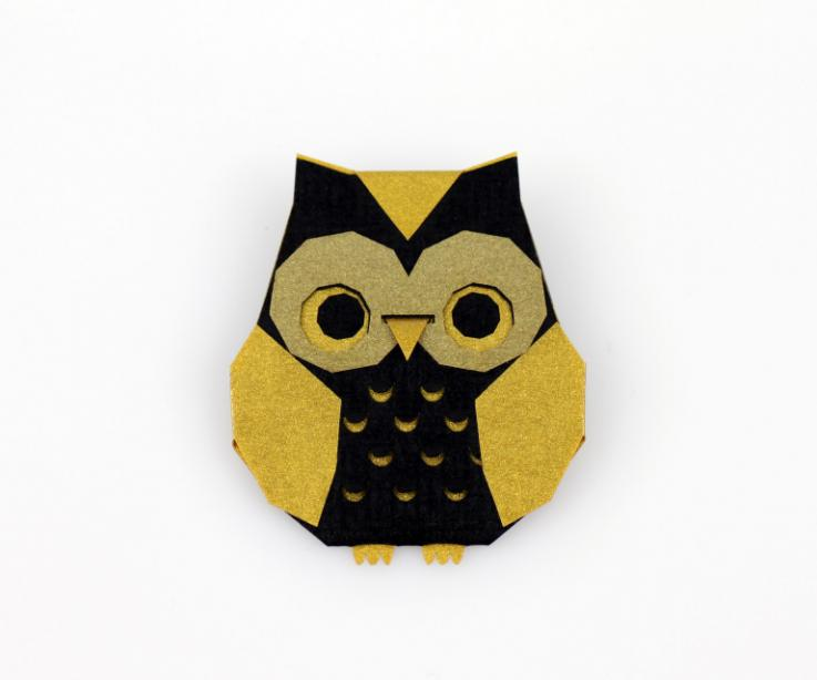 Broche buho de origami dorado