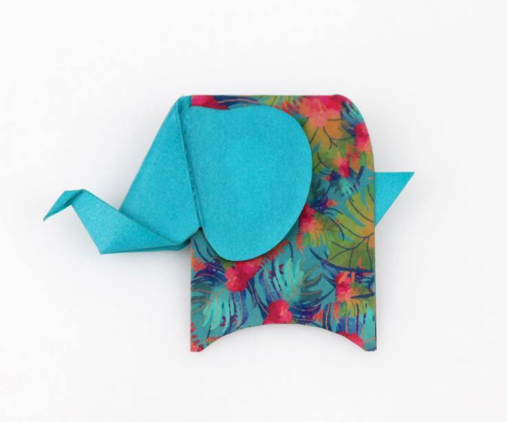 Broche con forma de elefante en color azul