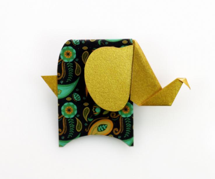 Broche elefante dorado vista frontal