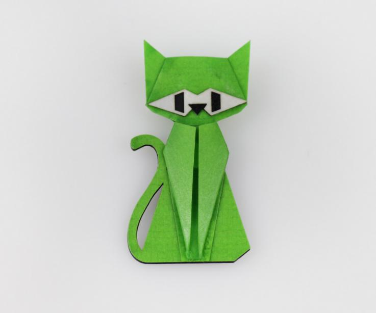 Cat-shaped brooch in green