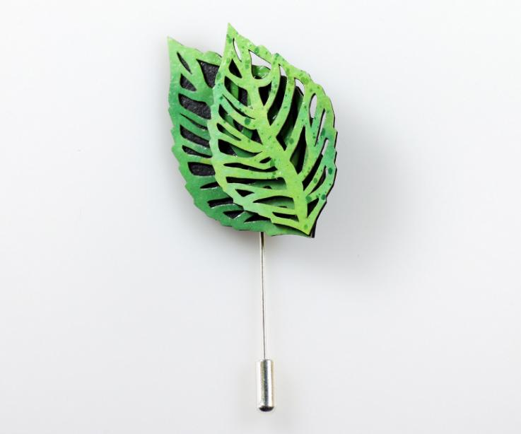Natural leaves brooch in green by Joyas de Papel