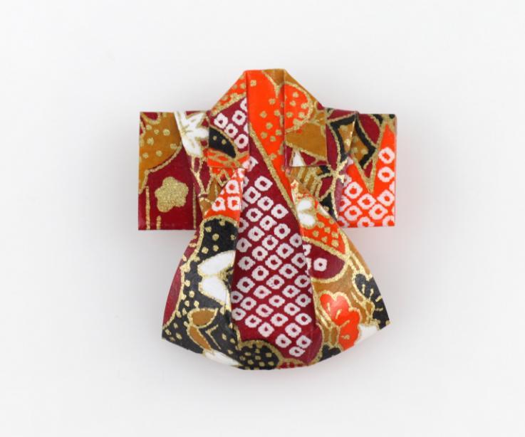 Prendedor kimono origami de papel, vista frontal