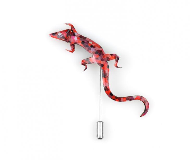 Broche salamandra en cálidos tonos rojos diseñado y creado a mano en Galicia e inspirado en los mosaicos de Gaudí.