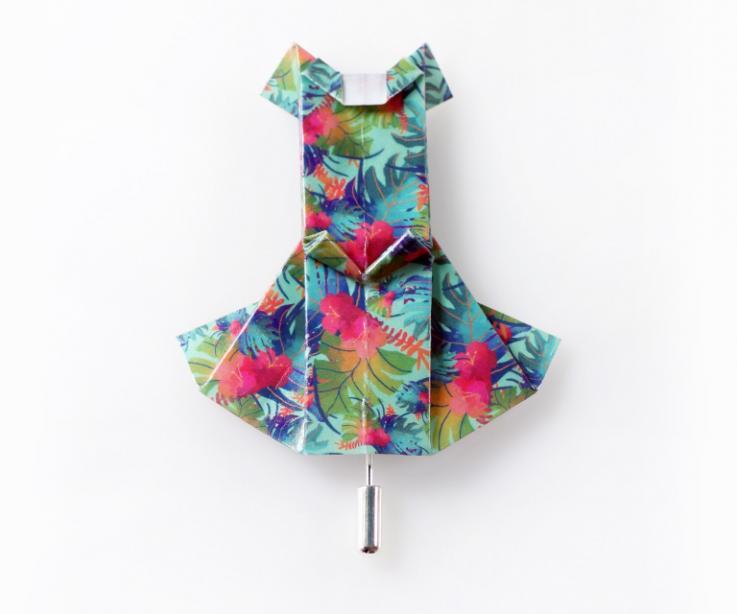 Broche vestido origami marca Joyas de Papel
