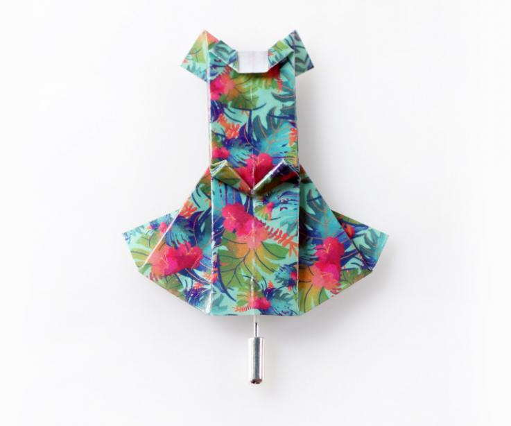 Brooch in the shape of an origami dress from the brand Joyas de Papel