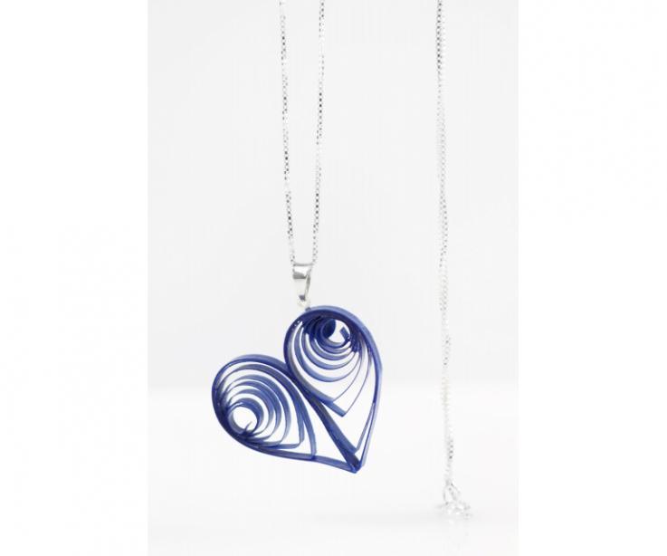 Gargantilla corazón para mujer en papel y plata, vista frontal