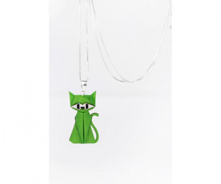 Colgante con cadena de plata y gato de origami verde