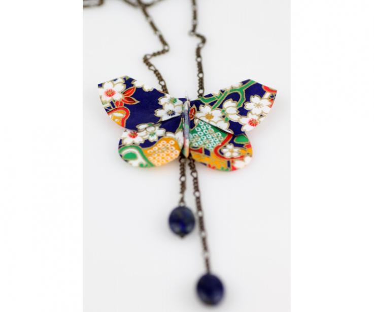 Collar largo artesanal con mariposa de papel