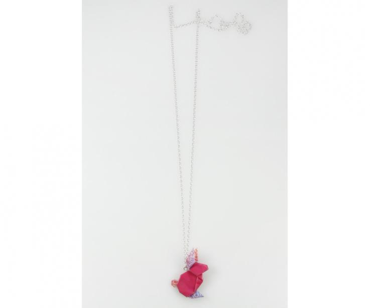 Collar de plata y conejo rosa de origami