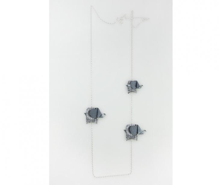 Collar de plata con elefantes de origami en color plateado