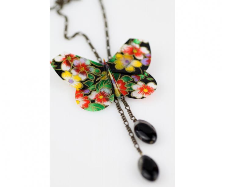 Woman butterfly paper necklace and old gold chain