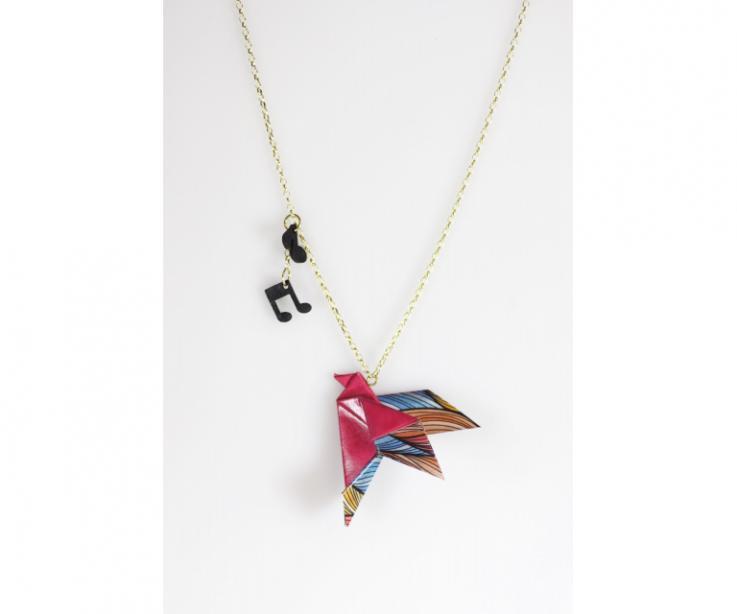 Colgante pájaro para mujer en papel y oro, vista frontal