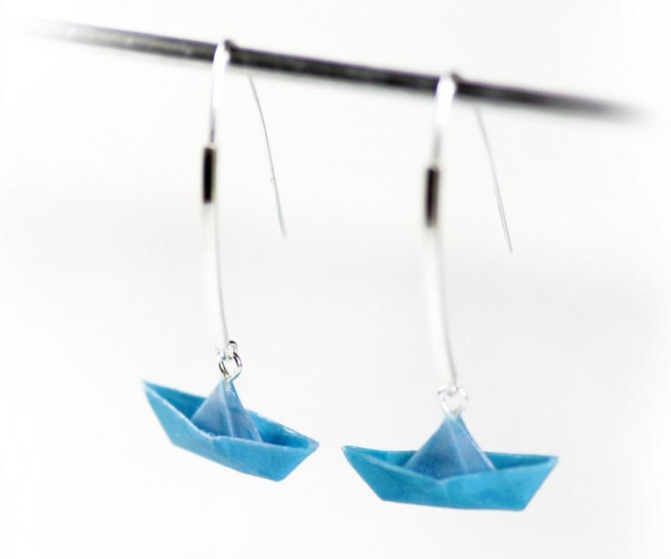 Original boat earrings of origami and silver, front view