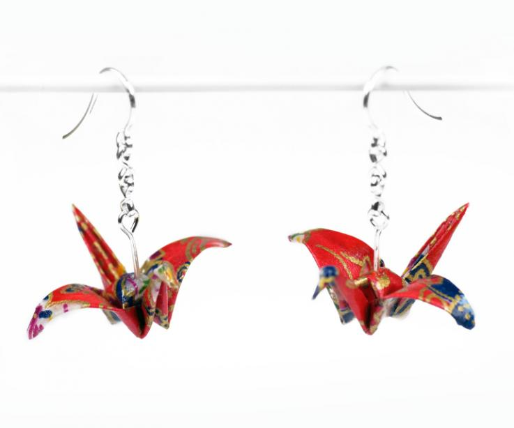 Youth crane earrings of origami craftsmanship, front view