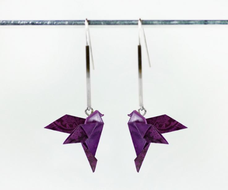 Pendientes largos pájaro origami para mujer, vista frontal
