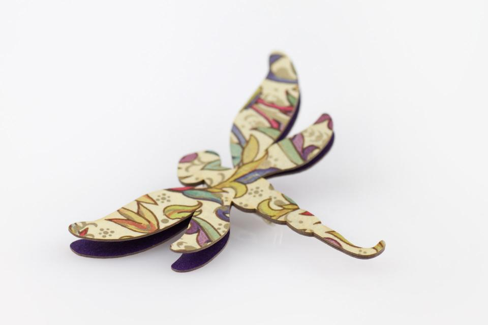 Dragonfly clasp made of very light paper