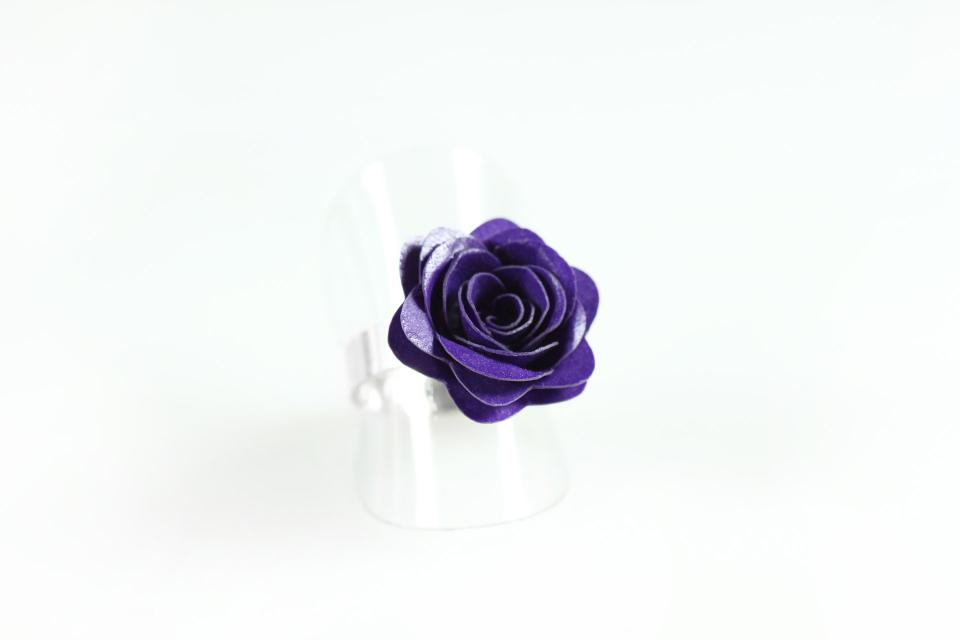 Rose silver paper ring, front perspective view