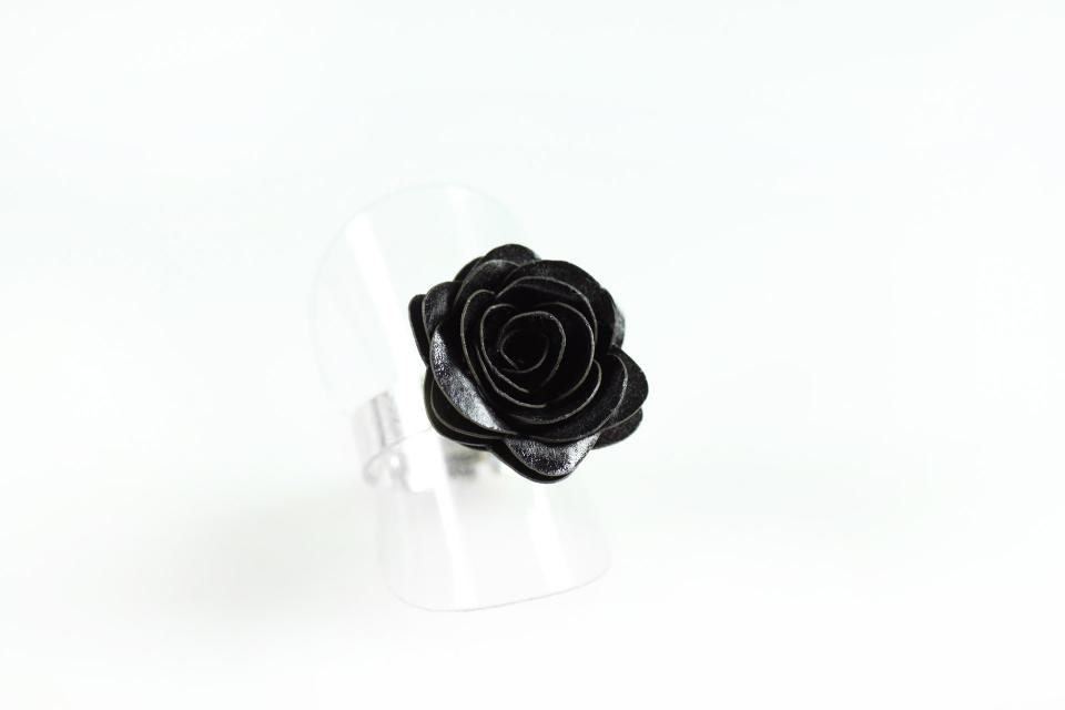 Ring with paper ornament in the shape of rose mounted in silver, perspective view