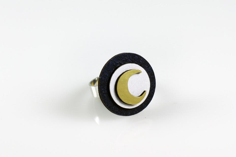 Ring with adjustable base in sterling silver, circular shape, iridescent paper and a golden moon