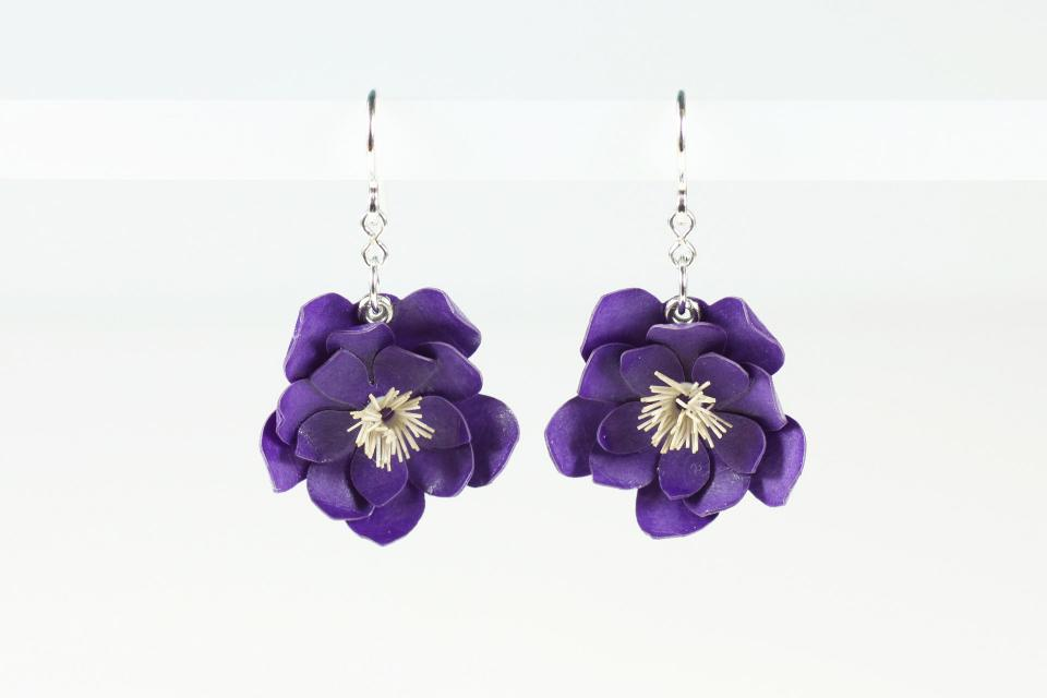 For lovers of the purple color, you won't be able to resist sharing these affordable earrings made by hand with the seal of Artesanía de Galicia