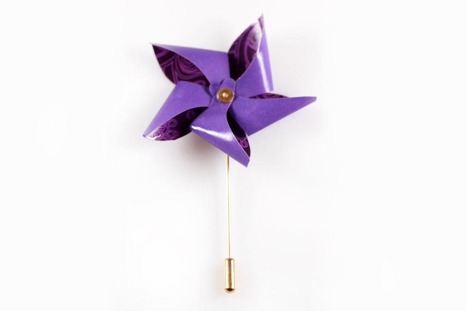 Paper pinwheel with needle for the lapel