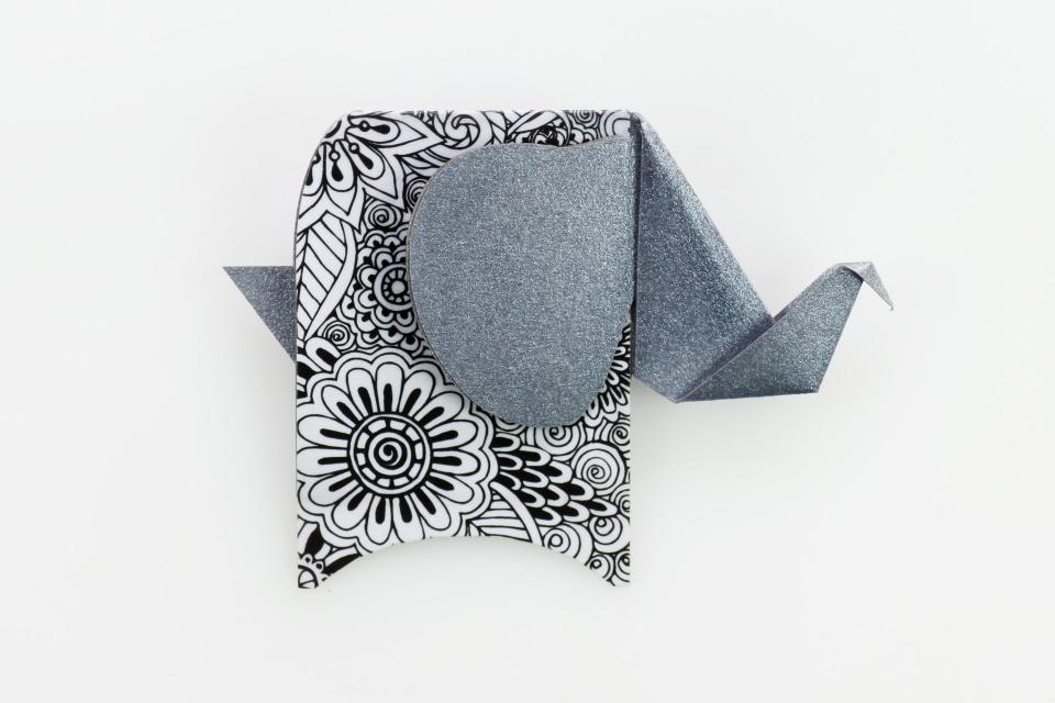 Broche con forma de paquidermo en color plata