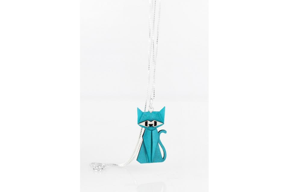 Colgante con cadena de plata y gato de origami azul