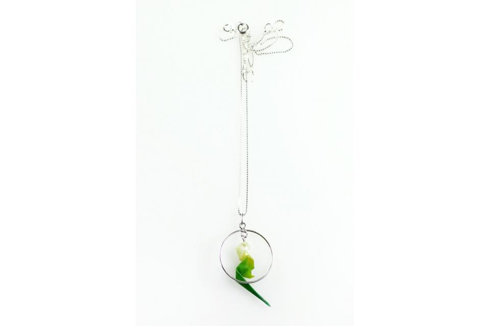 Parrot with hoop necklace for women in paper and silver, front view