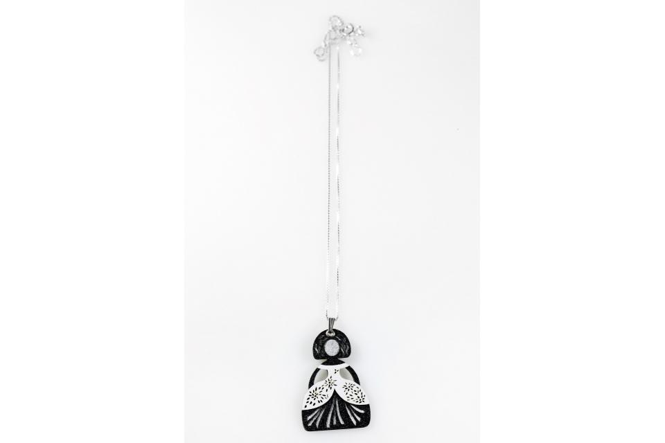 Pendant with white menina and 925 silver chain
