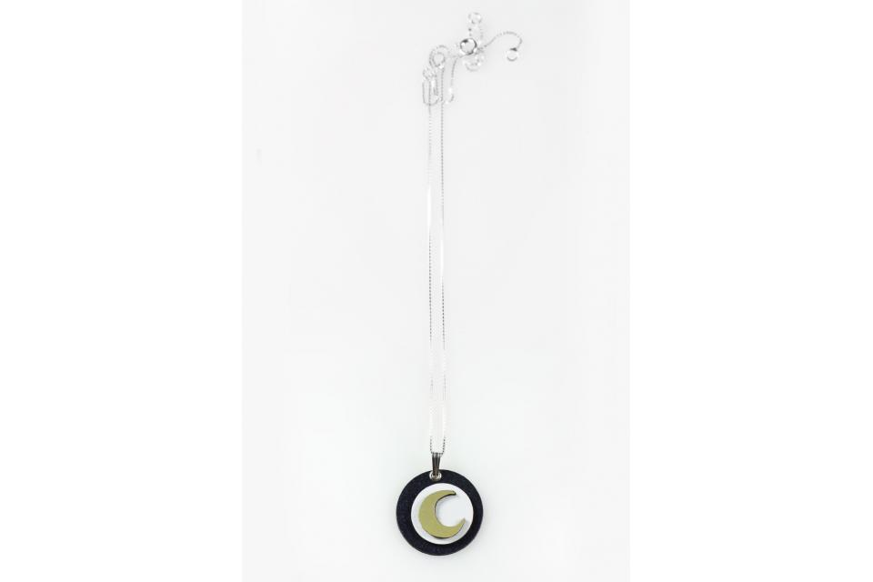 Light pendant with circular shape, in which a golden moon is superimposed, with a sterling silver chain