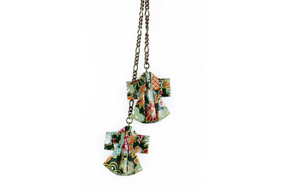 Necklace for woman, oriental accessory with kimonos made of paper, front view