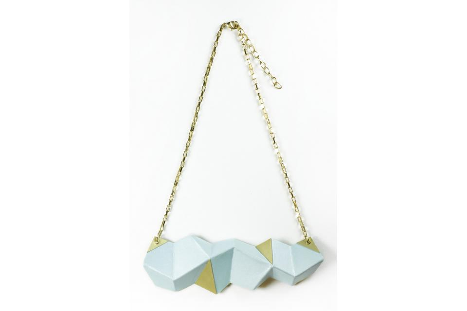 Jewellery made in Spain on paper, minimalist with luxury touches. Buy online at affordable prices