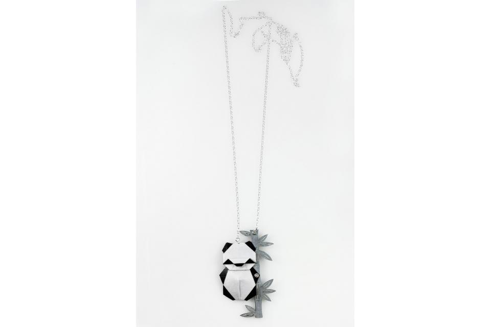 Collar de plata con oso panda de origami