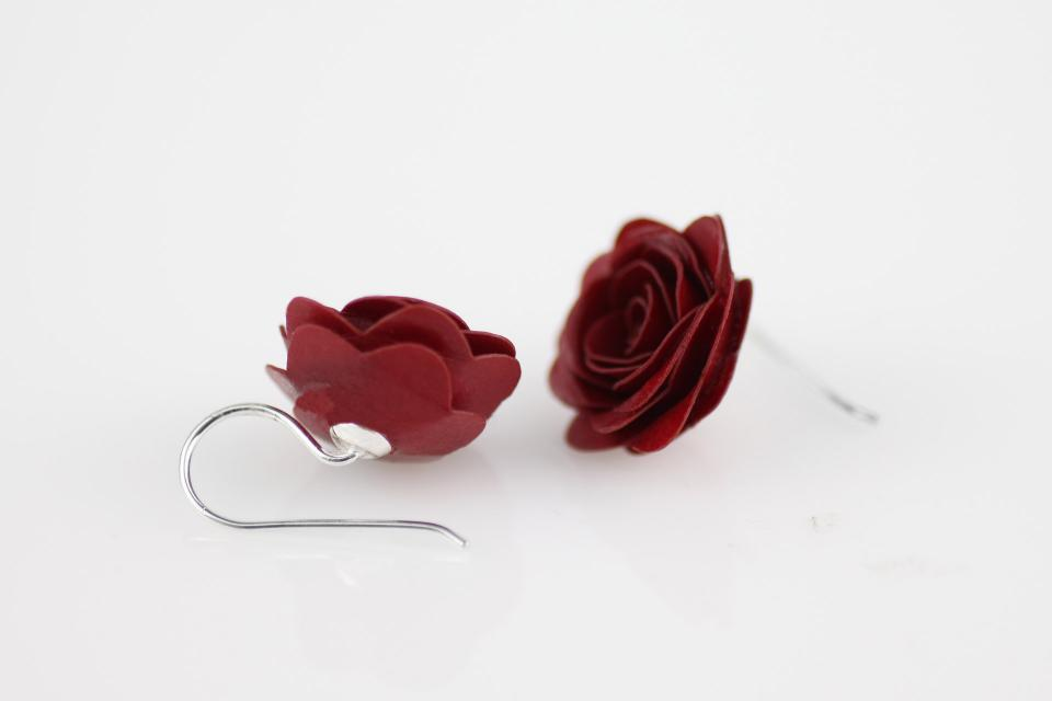 Red rose earrings of Classic collection, Brand Joyas de Papel