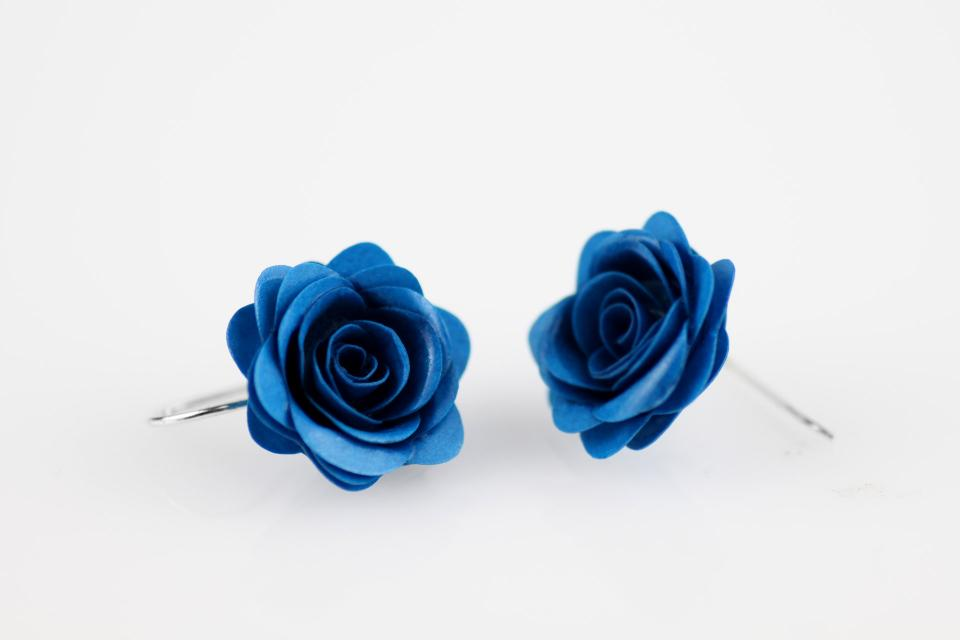 Handmade rose earrings with silver links