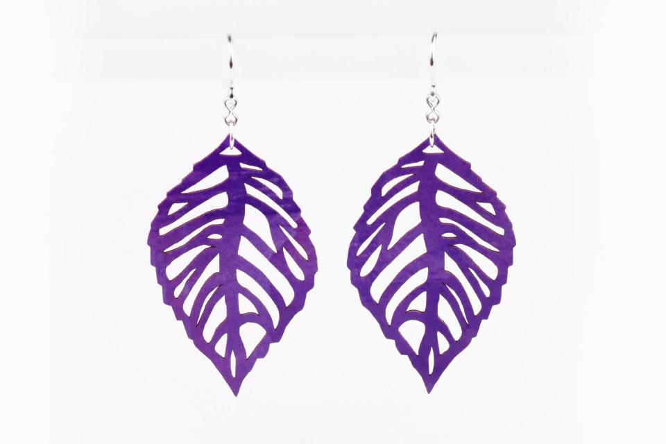 Light earrings with leaves in paper and silver, front view