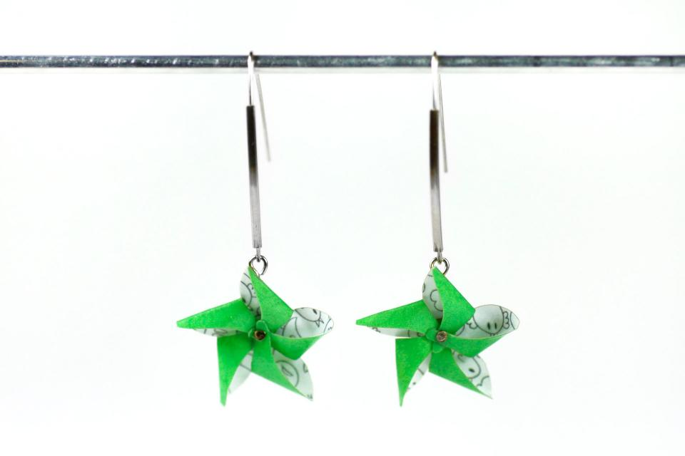 Fashion jewellery for woman, pinwheel earrings, front view