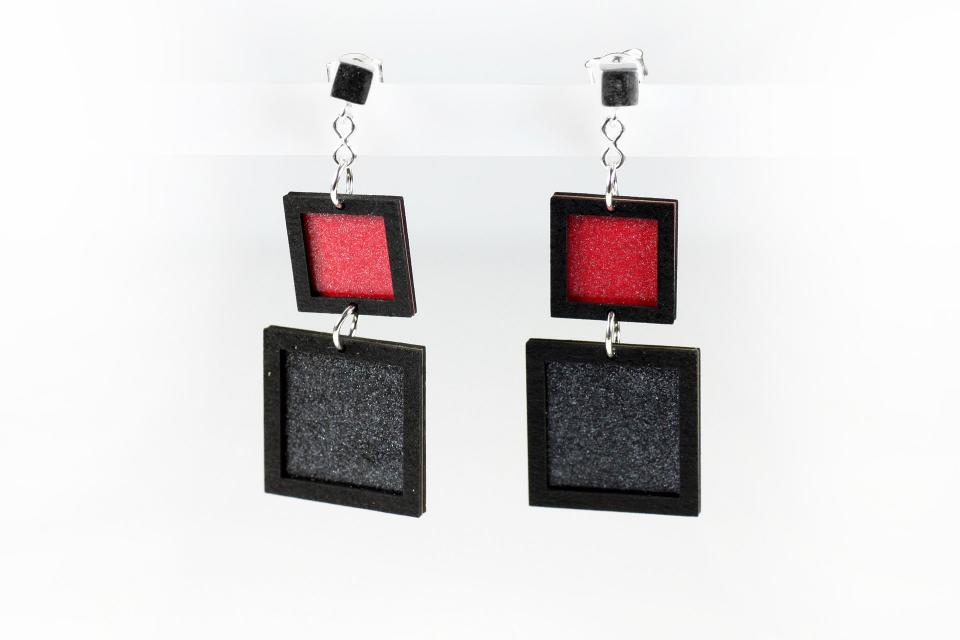 Earrings for women with geometric shapes in black and red paper