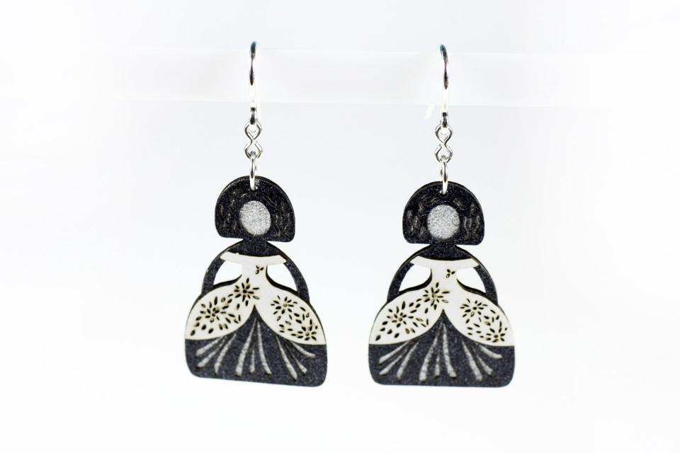 Earrings with white meninas and silver hook