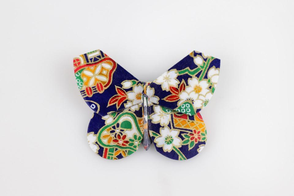 Broche mariposa de origami, vista frontal
