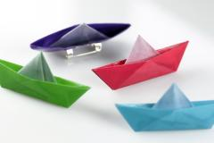 Broches barcos de papel colores origami de imperdible